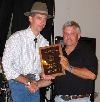 OCOA President VanExan presents award to CO Weltz
